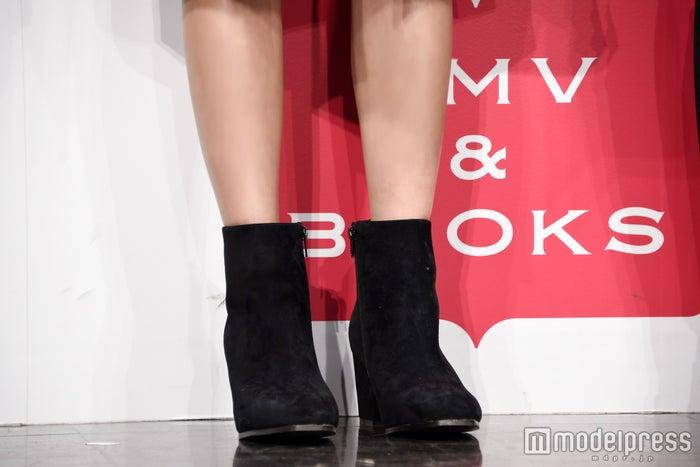 <ファッションチェック>ブラックのブーティでかっこ良く/藤井萩花(C)モデルプレス