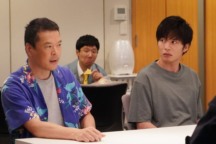 田中哲司、田中圭/「あなたの番です」第13話より(C)日本テレビ