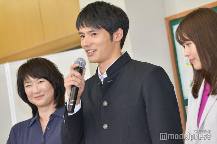 初の公の場に緊張気味の岡田健史 (C)モデルプレス