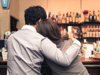 男性が本命の女性とサシ飲みデートをする時に見せる態度5つ