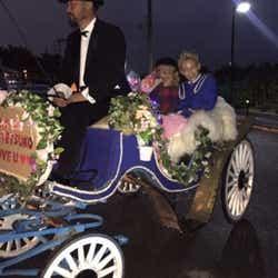 モデルプレス - ぺこ、りゅうちぇるからのプロポーズの詳細明かす リアル馬車・ゲスト登場…サプライズ連続に「涙が止まらなかった」