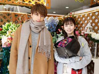 GENERATIONS白濱亜嵐、小芝風花に花束をサプライズ 初の本人役でドラマ登場<モコミ~彼女ちょっとヘンだけど~>