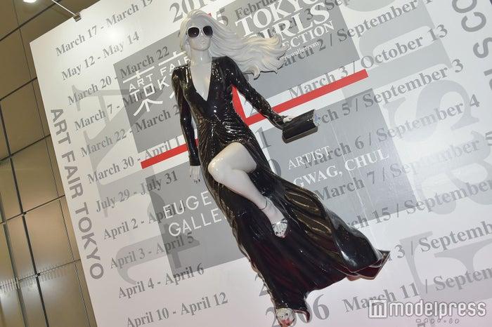 クワッ・チョル氏が手掛けた女性像 (C)モデルプレス