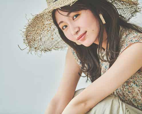岡崎紗絵、上品な大人女性を表現 フェミニンコーデで魅了