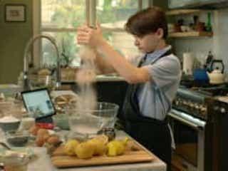「ストレンジャー・シングス」の人気俳優ノア・シュナップ映画初主演作『エイブのキッチンストーリー』ブルーレイ・DVD発売!これを祝し新たに監督のコメント映像到着!