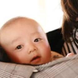 眠いはずなのに赤ちゃんが寝てくれない! 成功率が高かった寝かしつけ方