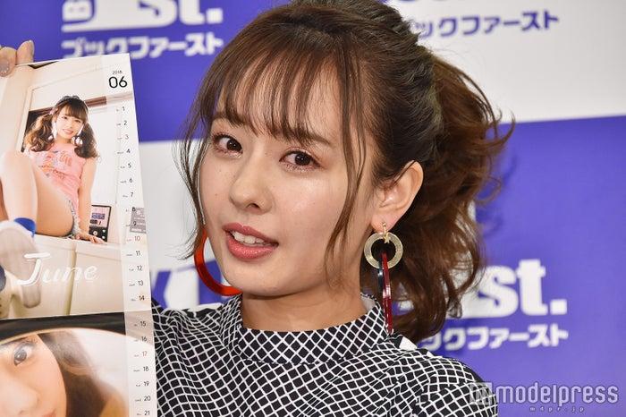 「山田菜々カレンダーブック2018」(ワニブックス)の発売記念イベントに登場した山田菜々 (C)モデルプレス
