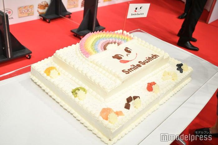 Snow ManのCM会見に登場したケーキ(C)モデルプレス