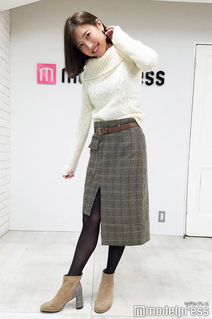 小澤陽子アナウンサー、この日の私服「スカートとブーツのヒール部分の柄を合わせています」(C)モデルプレス