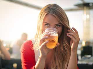 お酒が好きな女性はモテる?モテない?