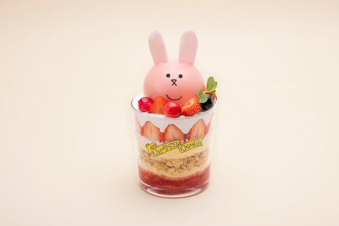 スキウサギのいちごパフェ1,390円(C)キューライス