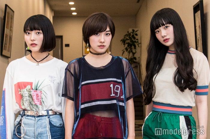 J☆Dee'Zの初出しオフショットが可愛い メンバーしか知らない10代の素顔とは(C)モデルプレス