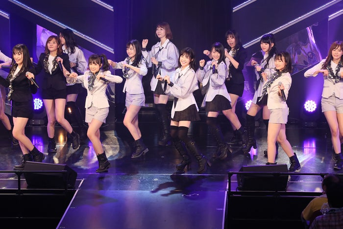HKT48 ひまわり組+AKB48 チーム B「ただいま 恋愛中」公演(C)AKS
