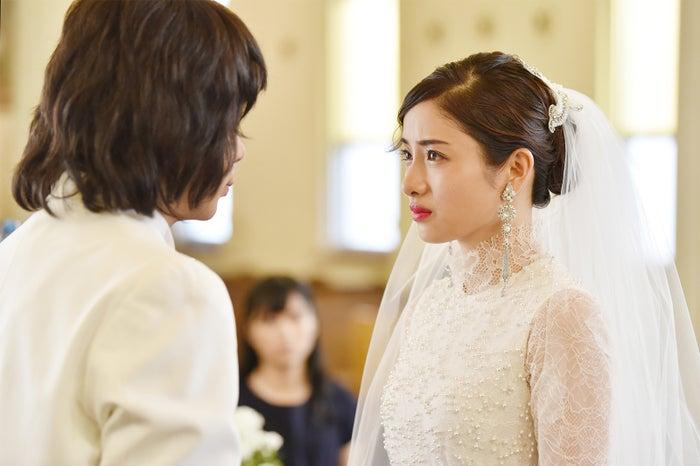峯田和伸、石原さとみ/「高嶺の花」第6話より(C)日本テレビ