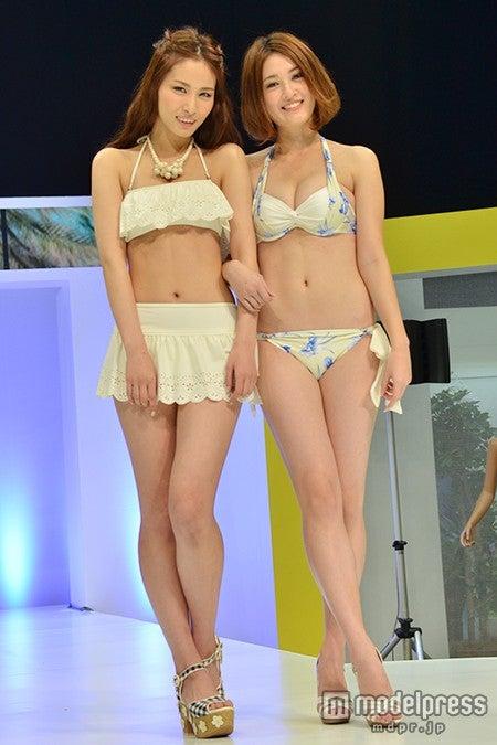 (左から)JSAキャンペーンガールの横町ももこ、宮沢セイラ