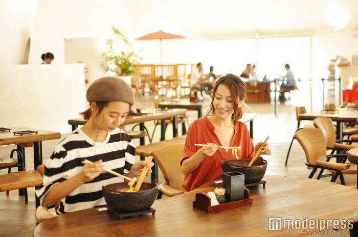まるでカフェのようなオシャレな店内。和洋の融合が心地いい(C)モデルプレス