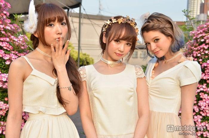 「LARME」の代表的モデルとして活躍する菅野結以、黒瀧まりあ、瑛茉ジャスミン