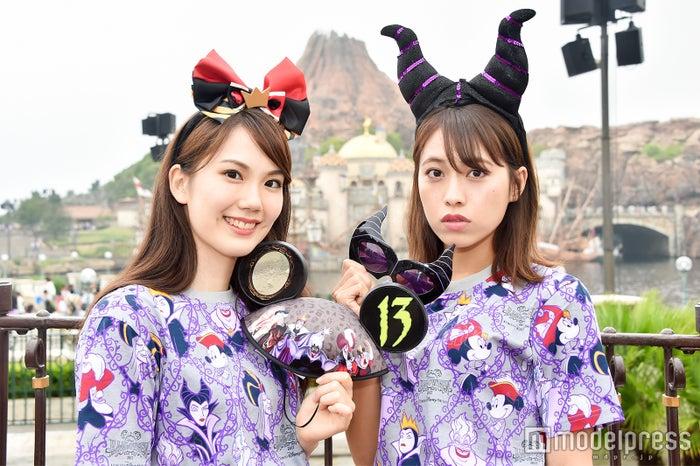 身に付けグッズも充実のラインナップ/モデル:(左から)松田佳奈子、山本沙樹(C)モデルプレス(C)Disney