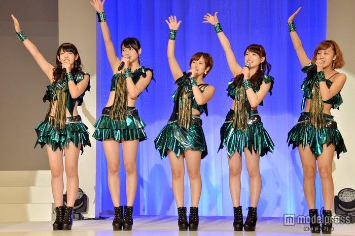 「第2回JUNONプロデュース ガールズコンテスト」でパフォーマンスを披露した℃-ute(左から鈴木愛理、矢島舞美、岡井千聖、中島早貴、萩原舞)