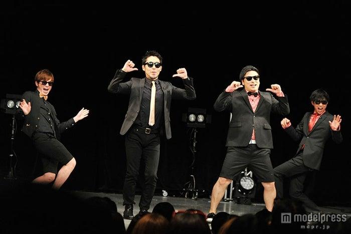 (左から)オリエンタルラジオの藤森慎吾、中田敦彦、8.6秒バズーカーのはまやねん、田中シングル