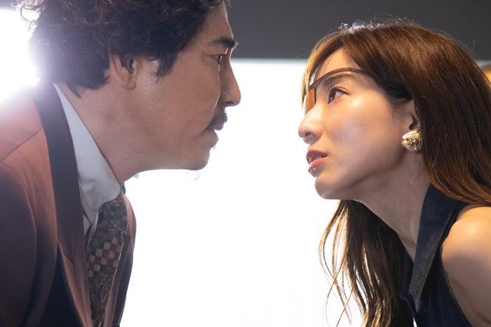 高嶋政伸、田中みな実「M 愛すべき人がいて」第7話より(C)テレビ朝日/AbemaTV,Inc