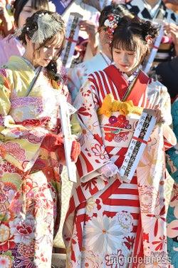 込山榛香、朝長美桜/AKB48グループ成人式記念撮影会 (C)モデルプレス