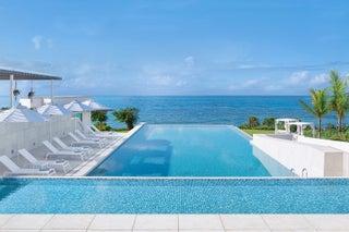 伊良部ブルーの海を一望!沖縄宮古島に「イラフ SUI ラグジュアリーコレクションホテル」開業