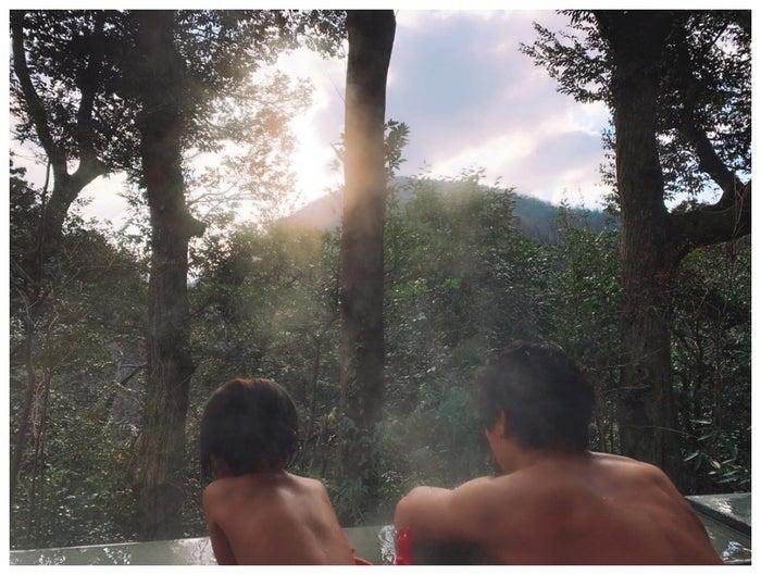 水嶋ヒロが公開した娘との2ショット/水嶋ヒロオフィシャルブログ(Ameba)より<br>