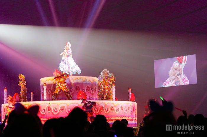 ケーキの上で歌唱