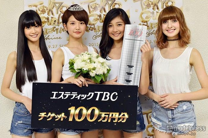 モデルプレスのインタビューに応じたモデル部門を受賞した(左から)生見愛瑠さん、塗木莉緒さん、涼海花音さん、カストロ ナタリアさん【モデルプレス】