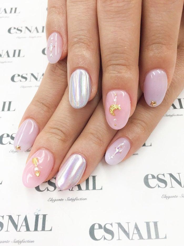 ピンクと紫の相性◎!/画像提供:esNAIL