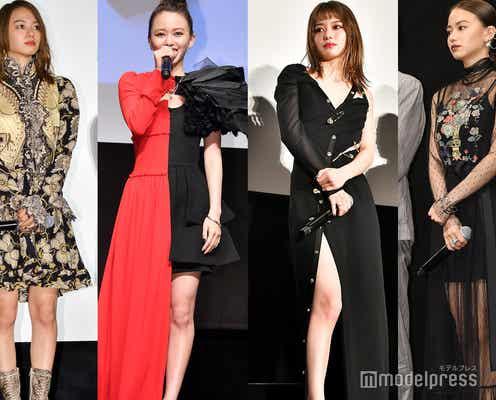 """山本舞香のドレスファッションがSEXYでクール 一線を画す""""攻めまくった""""スタイルに注目"""