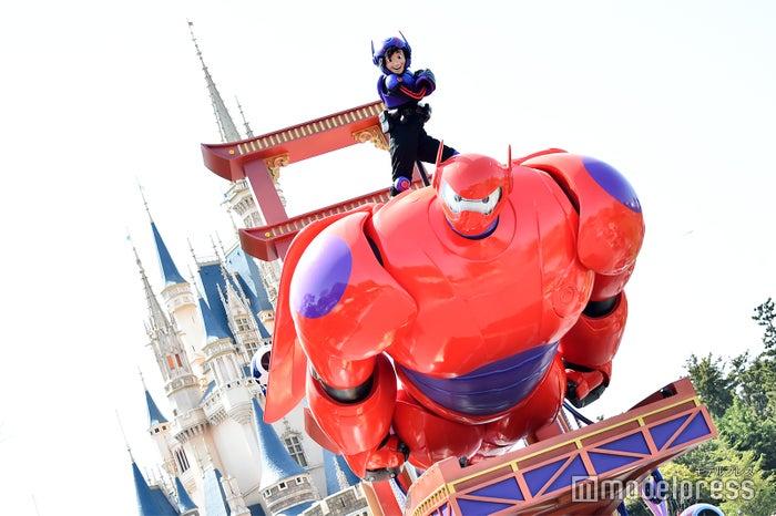 ヒロ、ベイマックス/パレード「ドリーミング・アップ!」(C)モデルプレス(C)Disney