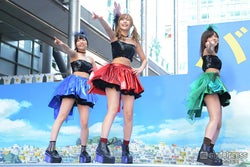 「イチゴBERRY」キュートなパフォーマンスを披露(左から)真凛、佐野ひなこ、橘希