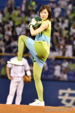 渡辺麻友、初始球式でノーバンならず AKB48時代に「すごく鍛えられた」
