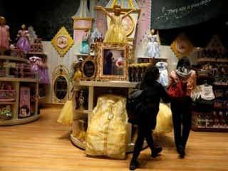 米ディズニー、北米で60店舗閉鎖へ 電子商取引に注力
