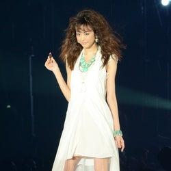 桐谷美玲、ミニワンピで美脚魅せ 初TGCに「緊張して、手が震えた」