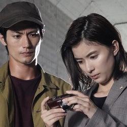 三浦春馬、芳根京子からピンチを救われ…逃亡犯と検事がタッグ!?『TWO WEEKS』第6話