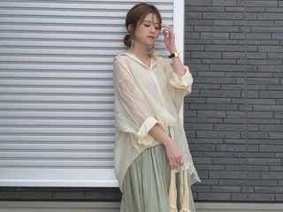 「透けシャツ&ワンピース」をトレンド投入! シアーな魅力をまとう大人スタイル4選