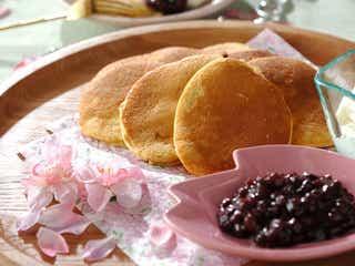 口に広がる桜の香り。ふわふわ食感の「 桜パンケーキ」レシピ