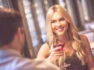 お酒の力を借りて恋を成就させる秘訣4つ