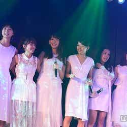 (左から)篠田麻里子、高橋みなみ、小嶋陽菜、前田敦子、板野友美、峯岸みなみ(C)AKS