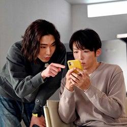 柄本佑、高橋一生「天国と地獄 ~サイコな2人~」第7話より(C)TBS