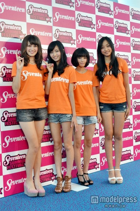「ミスセブンティーン2012」に決定した4名(左から)藤井サチ、岡崎紗絵、広瀬すず、高堰うらら