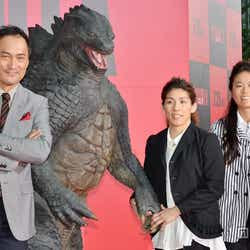 (左から)渡辺謙、吉田沙保里選手、澤穂希選手