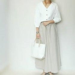 """夏も使えるコスパボトムはいかが? 今買って得なのは""""リネンスカート&白パンツ""""!"""
