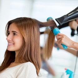 傷んだ髪は修復不可能?髪が痛まない改善策とケアをチェック