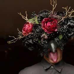 マスクをつけた支配人やサービスマンたちが演出として登場 喰種レストラン/画像提供:アフロ&コー