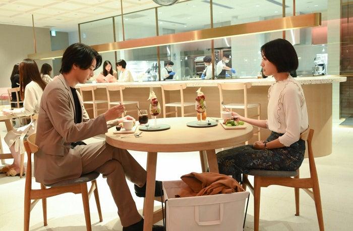 中村倫也、石橋静河/「この恋あたためますか」第2話より(C)TBS