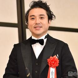 ムロツヨシ、石田ゆり子とのデート報道にコメント